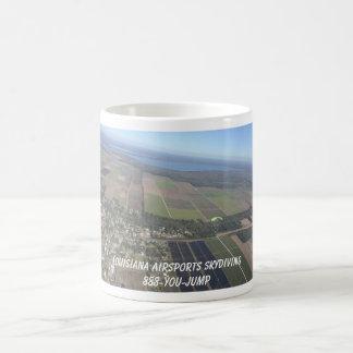 パラシュートの空の地上のskydivingパノラマルイジアナ コーヒーマグカップ