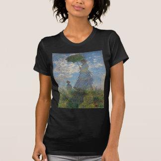 パラソルを持つ女性-夫人Monetおよび彼女の息子 Tシャツ