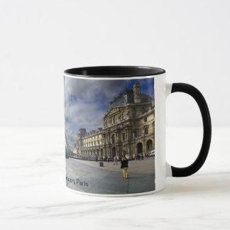 パリのルーバーピラミッドそして博物館 マグカップ