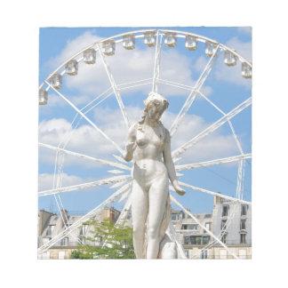 パリの女性を描写する彫像 ノートパッド