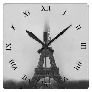 パリエッフェル塔の霧B&Wの正方形の柱時計 スクエア壁時計
