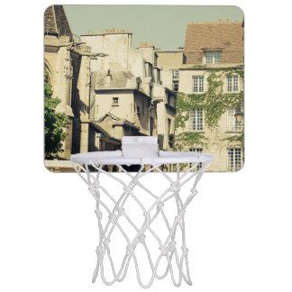 パリ、フランスののどかな建築のLe Marais ミニバスケットボールゴール