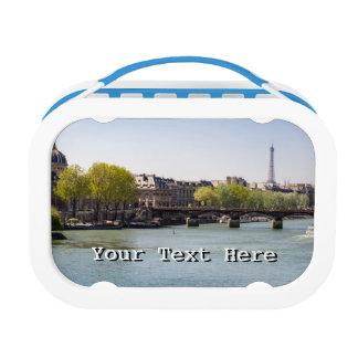パリ、フランスの川のセーヌ河エッフェル塔の眺め ランチボックス