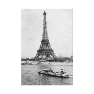 パリ、フランス: エッフェル塔およびSeine川の眺め キャンバスプリント