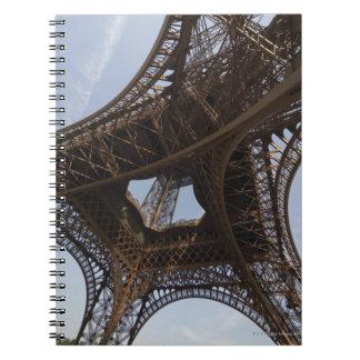 パリ、低い角度眺めのエッフェル塔 ノートブック