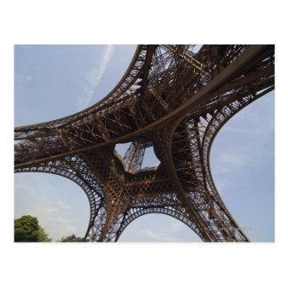 パリ、低い角度眺めのエッフェル塔 ポストカード