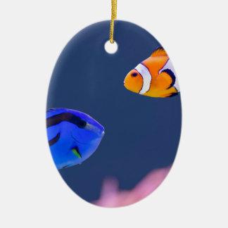 パレットのsurgeonfishおよびピエロの魚の水泳 セラミックオーナメント