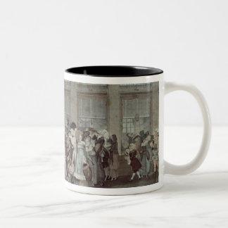 パレ・ロワイヤルのギャラリーの歩行1787年 ツートーンマグカップ