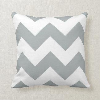 パロマの灰色のジグザグ形のシェブロンの枕 クッション