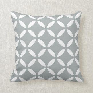パロマの灰色のモダンで幾何学的な枕 クッション