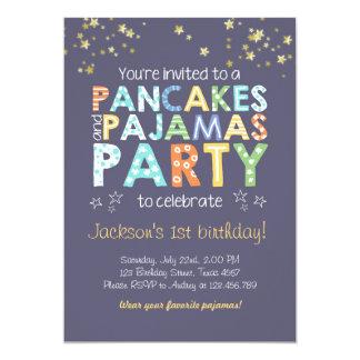 パンケーキおよびパジャマの誕生日の招待の男の子の青 カード