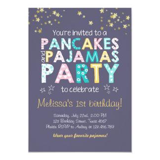 パンケーキおよびパジャマの誕生日の招待 カード