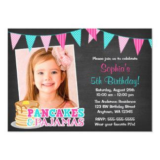 パンケーキおよびパジャマの黒板の写真の誕生日 カード