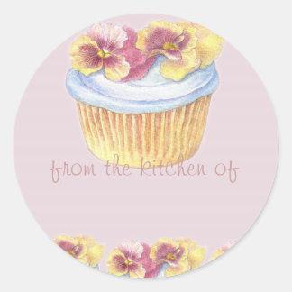 パンジーのカップケーキのイラストレーションの台所ラベル ラウンドシール