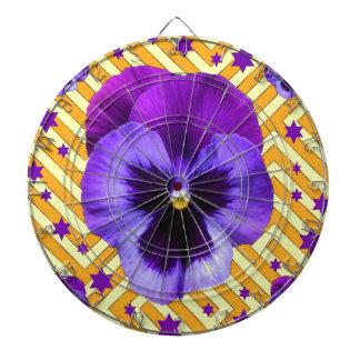 パンジーの花及び紫色の星及び黄色いパターン ダーツボード