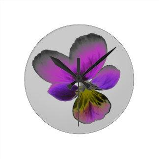パンジーの野生の暗い紫色の柱時計 ラウンド壁時計
