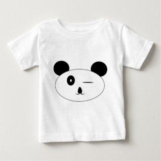 パンダのベビーのティーのまばたき ベビーTシャツ