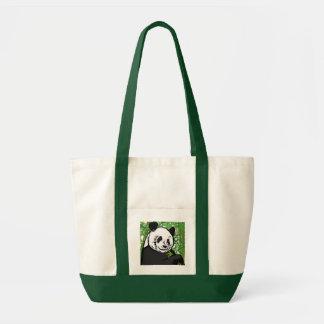 パンダを食べ物を与えること トートバッグ