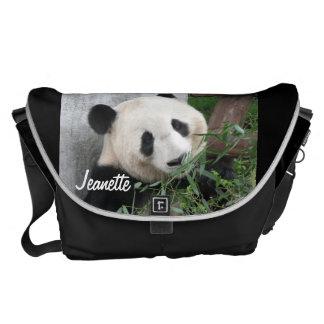 パンダ、黒い背景、大きいメッセンジャーバッグ メッセンジャーバッグ