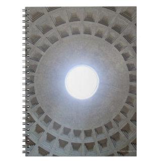 パンテオンの天井、低い角度の広角の眺め ノートブック