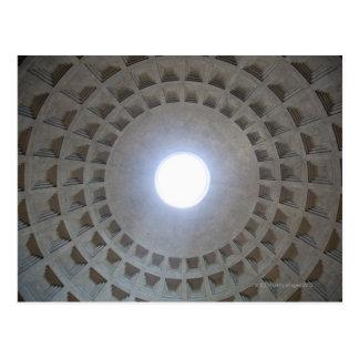 パンテオンの天井、低い角度の広角の眺め ポストカード