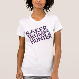 パン屋はハンターによって傾けられる色を切札で取ります Tシャツ