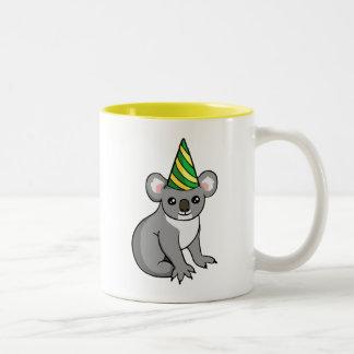 パーティーの帽子のスケッチのマグのかわいい誕生日のコアラ ツートーンマグカップ