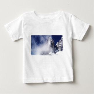 ヒスイのドラゴンの雪山(中国) ベビーTシャツ