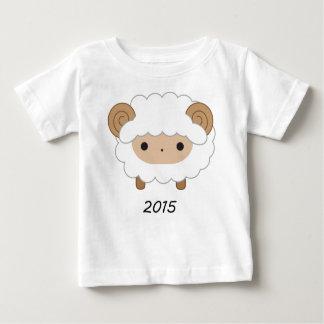 ヒツジ2015の子供のワイシャツの年 ベビーTシャツ
