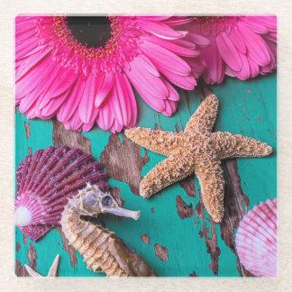 ヒトデを持つピンクの演壇そしてタツノオトシゴ ガラスコースター