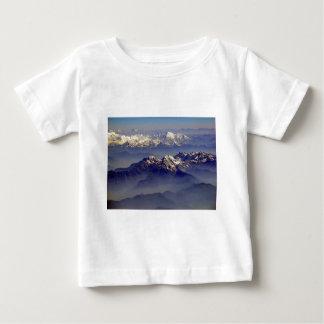 ヒマラヤ山脈の景色 ベビーTシャツ