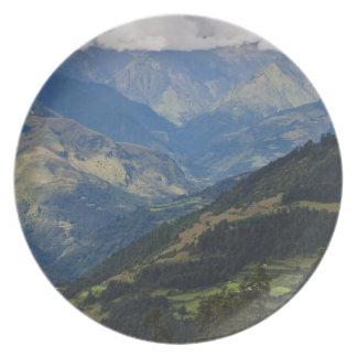 ヒマラヤ山脈の農地そして村 プレート