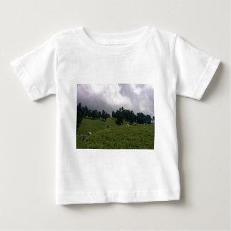 ヒマラヤ草原 ベビーTシャツ