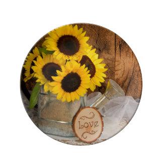 ヒマワリおよび庭のじょうろの結婚式の記念品 磁器プレート