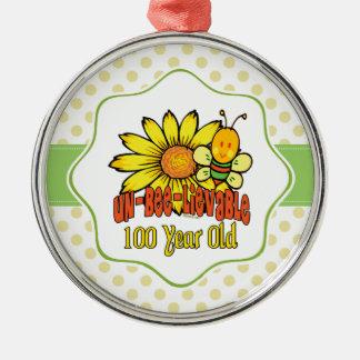ヒマワリおよび蜂との信じ難い100th誕生日 シルバーカラー丸型オーナメント