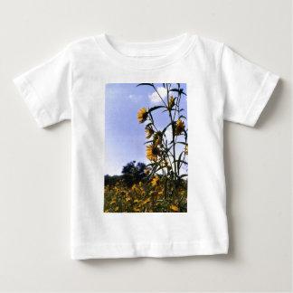 ヒマワリの分野 ベビーTシャツ