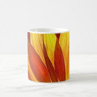 ヒマワリの花びらの抽象芸術 コーヒーマグカップ
