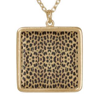 ヒョウのプリントのネックレス ゴールドプレートネックレス