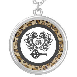 ヒョウのプリント、私のハートのネックレスへのモノグラムの鍵 シルバープレートネックレス