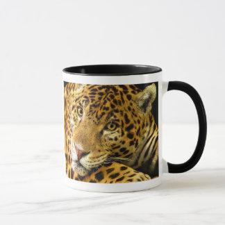 ヒョウのマクロポートレート マグカップ