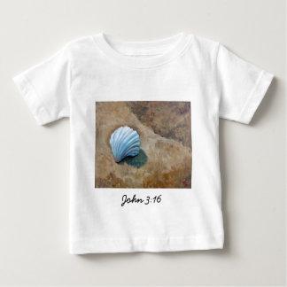 """ヒラリーJ.イギリス著""""ジョン3:16""""のファインアートのギフト ベビーTシャツ"""