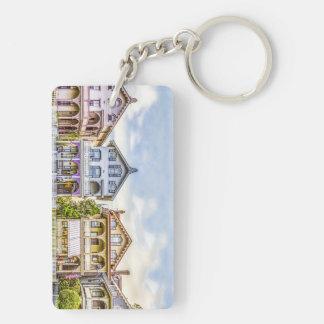 ビクトリアンな家の列Keychain キーホルダー