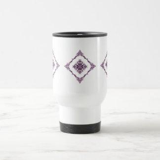 ビクトリア時代の人によってインスパイア紫色のフラクタルのダイヤモンドのデザイン トラベルマグ