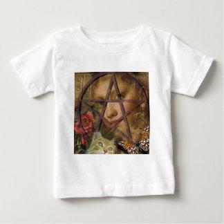 ビクトリア時代の人のばら色の五芒星のイメージ ベビーTシャツ