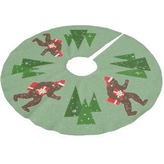 """""""ビッグフットとのクリスマス"""" ブラッシュドポリエステルツリースカート"""
