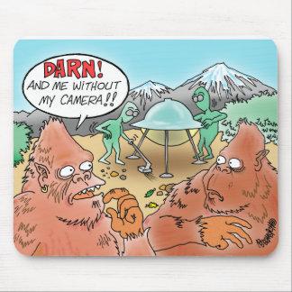 ビッグフットはエイリアンに会い、彼のカメラのマウスパッドをほしいと思います マウスパッド