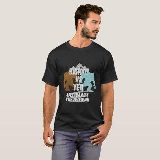ビッグフット対雪男の最終的なThrowdownのギフトのティー Tシャツ