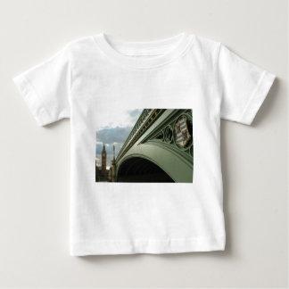 ビッグベンおよびウエストミンスター橋 ベビーTシャツ