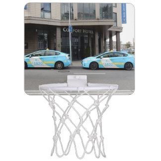 ビリニュスリスアニアのタクシー ミニバスケットボールゴール