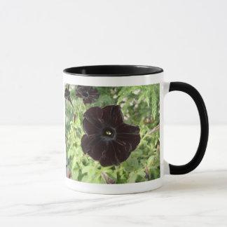 ビロード別名ペチュニアの黒。-黒猫の信号器のマグ マグカップ